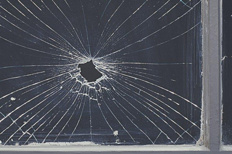 Cómo reparar una ventana rota en casa |