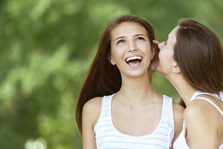 La distancia íntima entre las personas es típicamente entre cero y 18 pulgadas (0 y 45 cm).