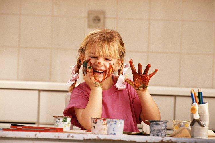 Haz pintura para dedos en tu casa.