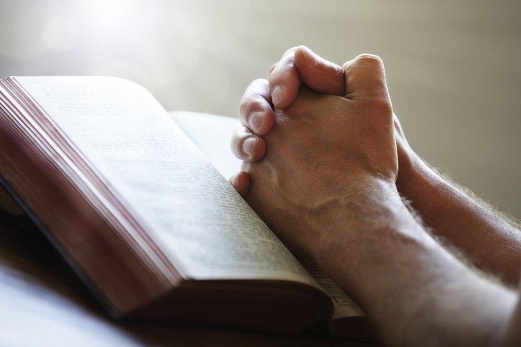 Existen muchas personas que encuentran prosperidad en la lectura que las Santas Escrituras ofrecen.