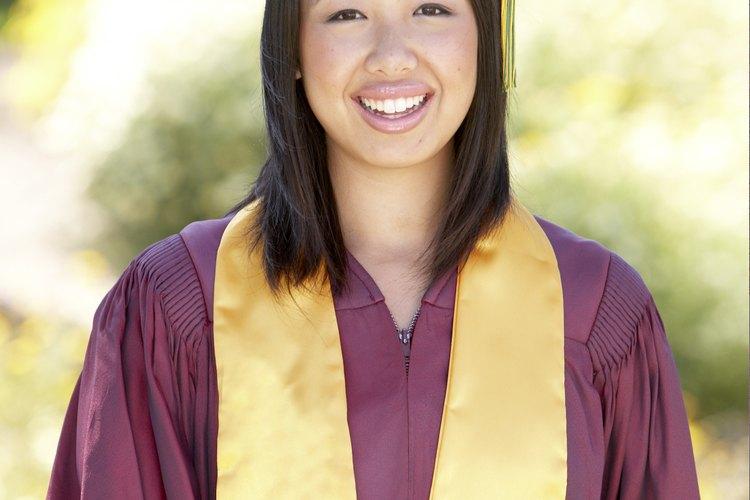 Los colores de las estolas de graduación tienen significados diferentes.