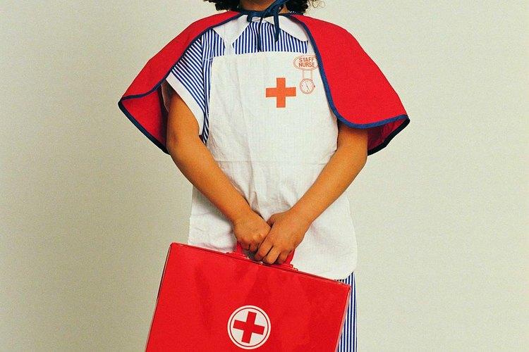 Enséñale a tu hijo a jugar al doctor de forma adecuada.