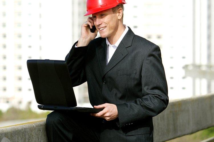 Los supervisores de mantenimiento son responsables de la programación de las reparaciones en los equipos.