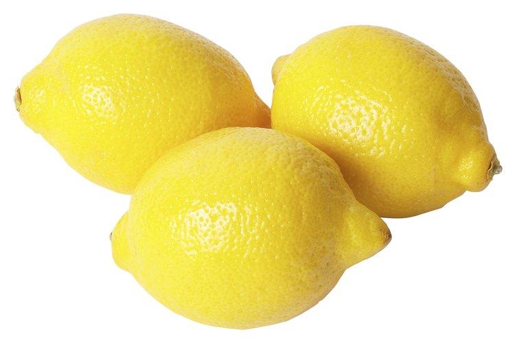 Utiliza el jugo de un limón para crear un mensaje secreto.