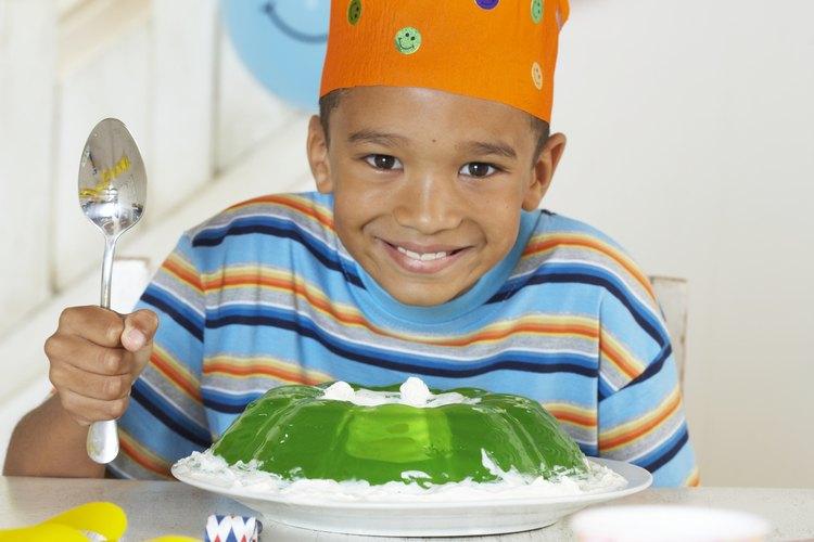 La gelatina se sirve a menudo con crema batida.