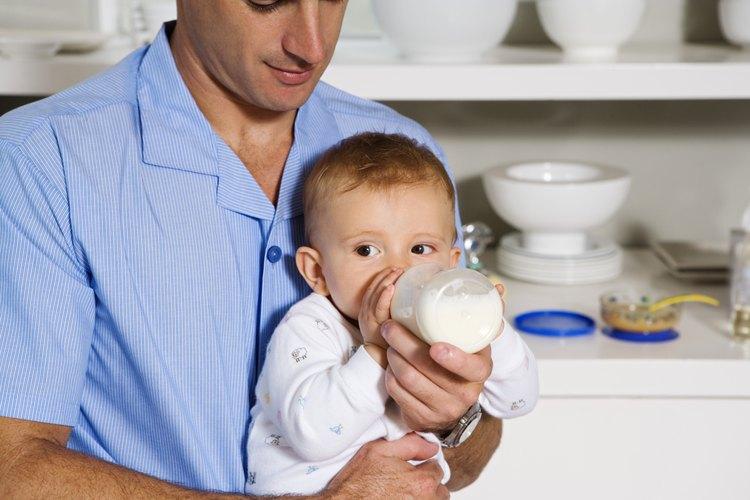 Los bebés más grandes pueden aceptar la leche de fórmula fría.
