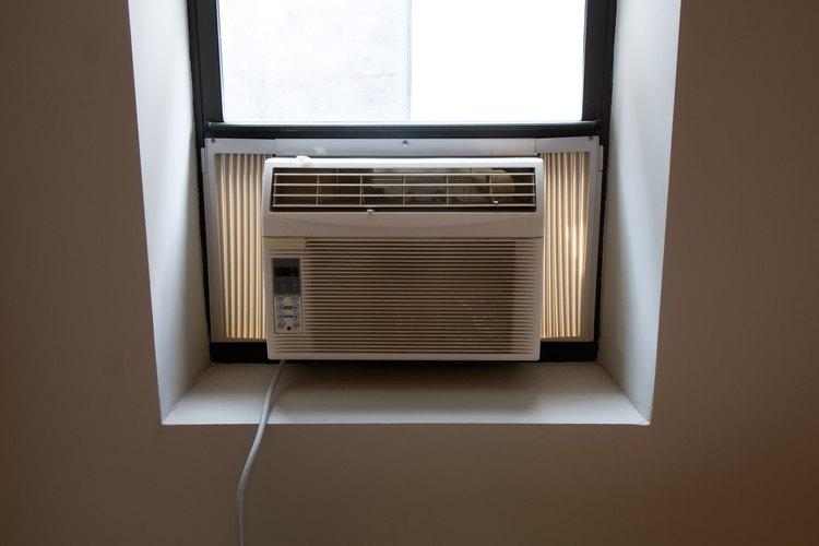 Una válvula de expansión térmica ayuda a controlar el flujo del refrigerante en un equipo de aire acondicionado.