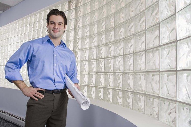 Los ladrillos de vidrio permiten que la luz ingrese y evitan los ojos curiosos.