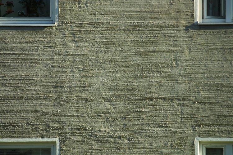 Cuelga tus fotos en una pared de bloques de concreto sin necesidad de utilizar un taladro.