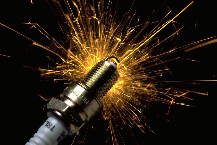 Los cables conectan la batería o la fuente de energía de la máquina a las bujías de encendido del motor.