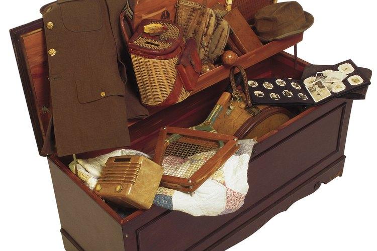 La madera de cedro sólo protege la ropa de las polillas y escarabajos durante dos años.