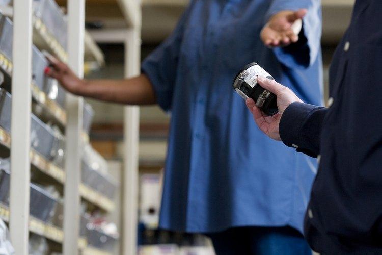 Considera la posibilidad de asociarte con otros pequeños vendedores para mejorar tu línea de productos de ferretería.