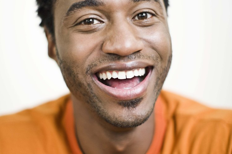 Un hombre nervioso se reirá incluso si no eres graciosa.