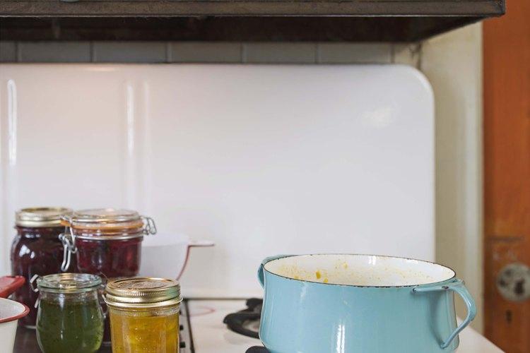 Los electrodomésticos grandes como la encimera son una parte importante del diseño de una cocina.