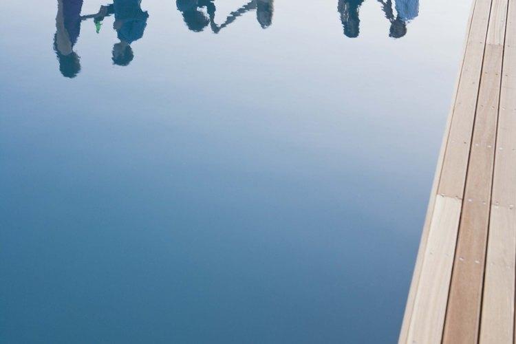 Los adhesivos vinílicos se usan en piscinas con forros de vinilo.