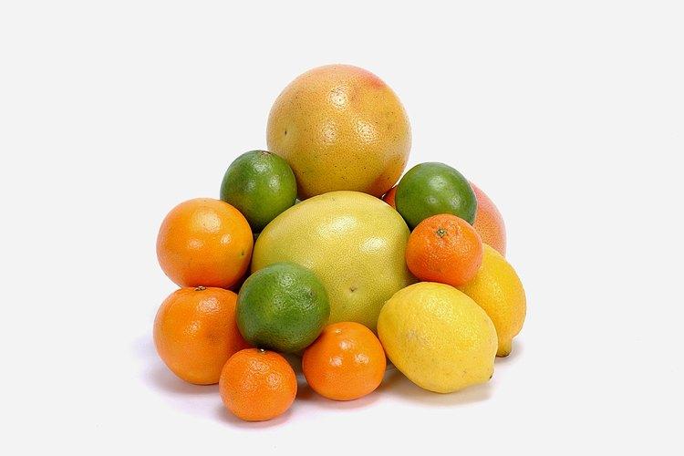 Frutas ácidas o cítricos.