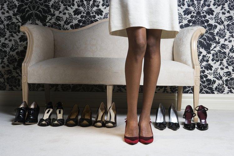 Los zapatos de taco bajo son apropiados para el trabajo.