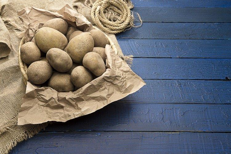 Cosas que necesitarás para hacer papas fritas saludables y crujientes.