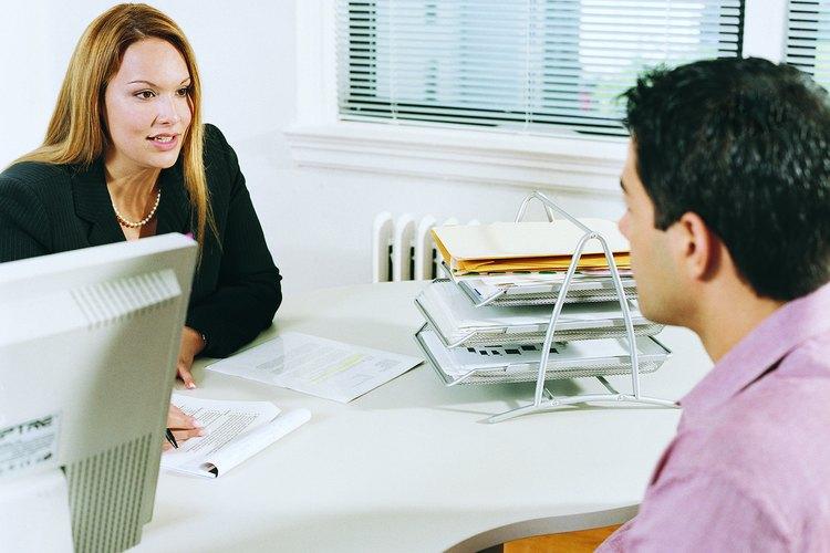 Un gerente de línea ayuda a la contratación de personal.
