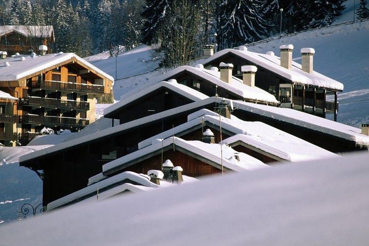 Techos con nieve de invierno.