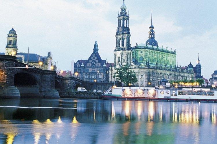 El Alemania los estudiantes de arquitectura obtienen inspiración de las grandes obras arquitectónicas bellamente conservadas.