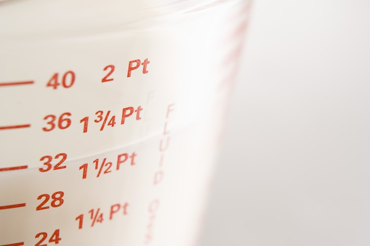 Para medir líquidos, los cocineros utilizan una jarra medidora.