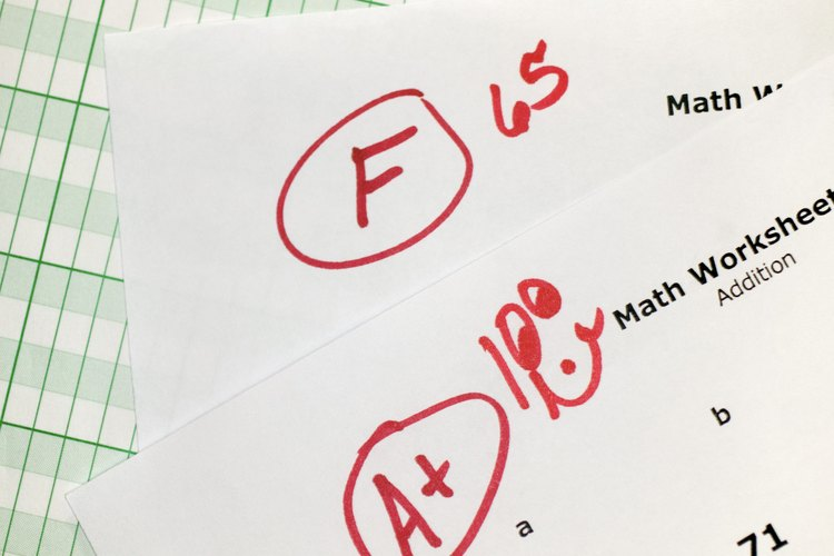 Si las calificaciones de los adolescentes bajan, se deben determinar las causas.