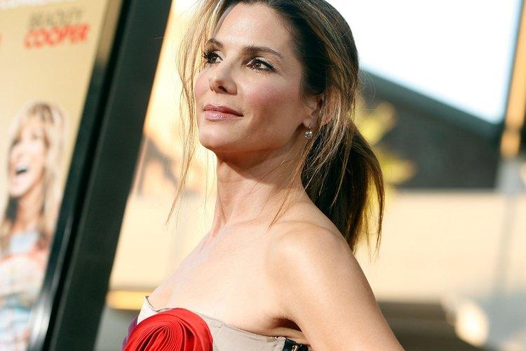 A Sandra Bullock le sienta muy bien el castaño claro.