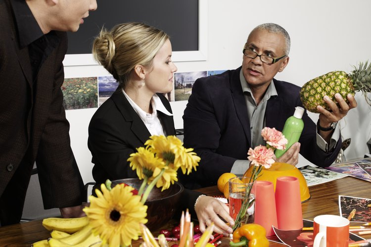 Una de las tantas actividades es organizar eventos o juntas de trabajo.