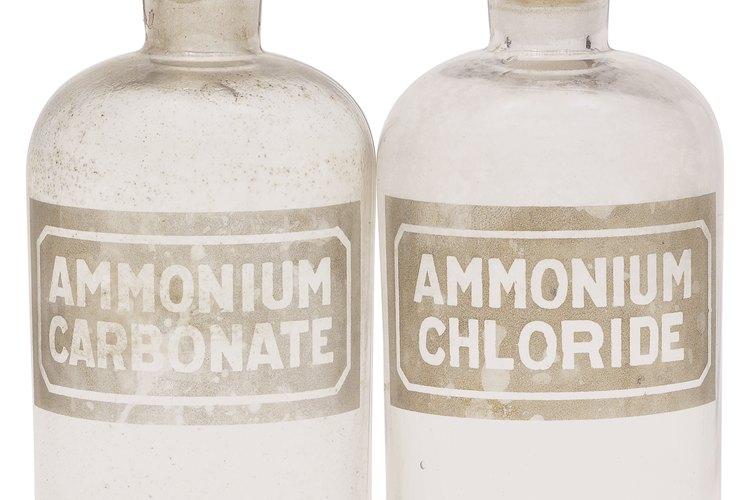 El cloruro de amonio cristalino se puede guardar en un vial de vidrio.