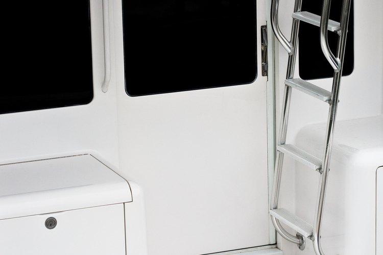 La fibra de vidrio se utiliza a menudo en aplicaciones marinas.