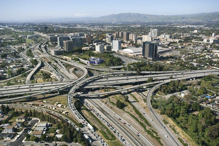 El centro de la ciudad de San Jose y las regiones adyacentes proveen una variedad de pistas de patinaje.