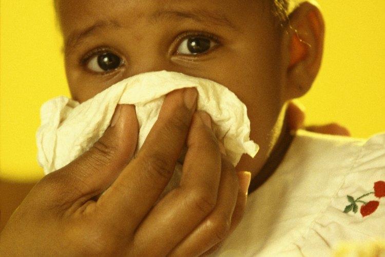 Uno de los mayores riesgos de la exposición de tu bebé a un virus de la gripe es que ella puede contraer un resfriado.