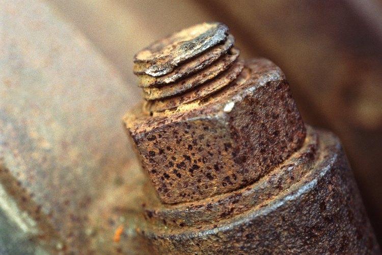 Los tornillos oxidados pueden ser difíciles de aflojar.