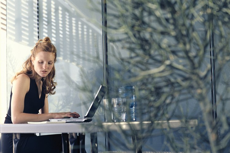 Cómo responder un correo electrónico de cortesía de tu jefe.