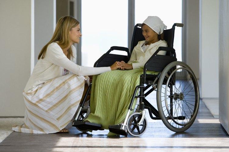 Los niños internados en hospitales pueden recibir educación con la ayuda de un maestro de hospital.