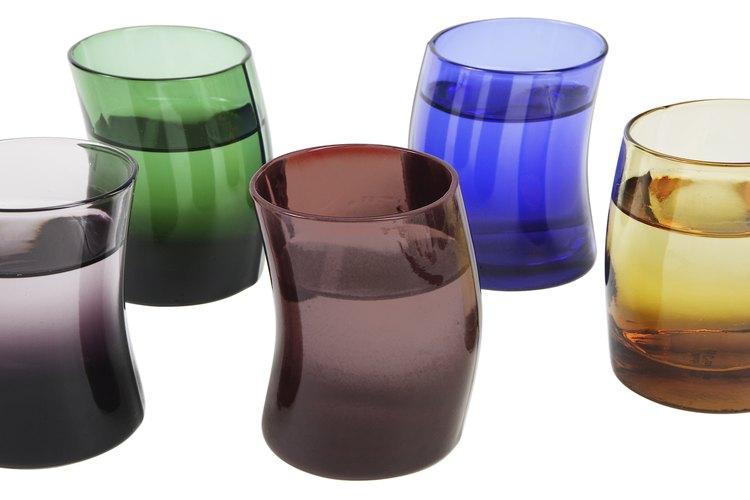 Las copas o vasos de cristal tienen diferentes frecuencias, según su forma, posición y contenido.