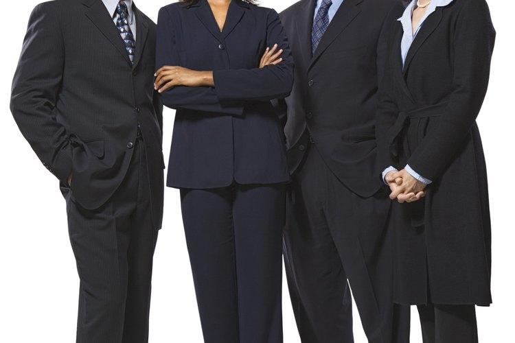 Los estereotipos de género se refieren a las creencias comunes sobre el comportamiento de una persona o sus características individuales basándose en su sexo.