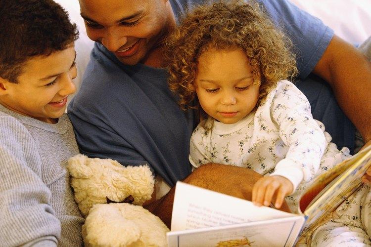 Involucra a tu niño en historias por medio de oraciones familiares completas con rimas
