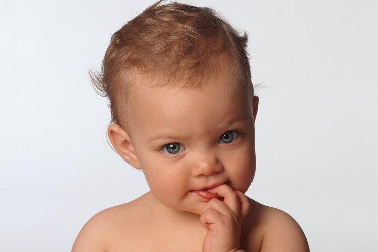 Es normal que los niños se muerdan las uñas en situaciones de ansiedad.