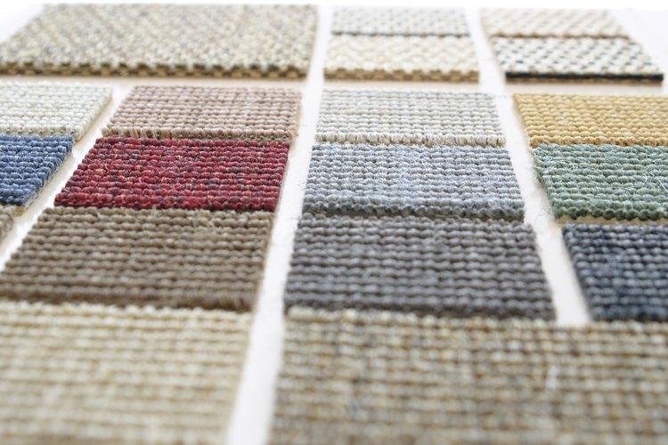 Ejemplos de azulejos de alfombra que pueden comprarse e instalarse sin asistencia profesional.