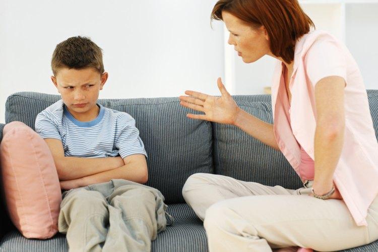 Debes tener absoluto autocontrol antes de intentar manejar la conducta agresiva de tu hijo.