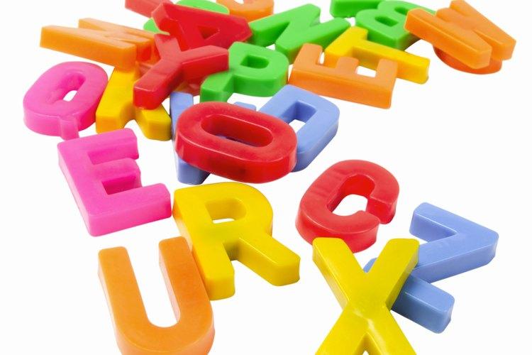 En holandés hablado, las consonantes suenan similares a las consonantes en inglés, con algunas excepciones.