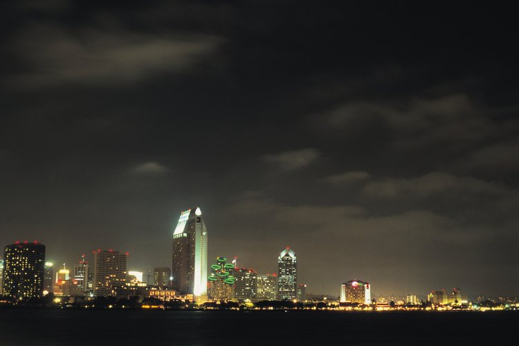Ve imágenes del centro de San Diego mientras acampas en la Bahía de San Diego.