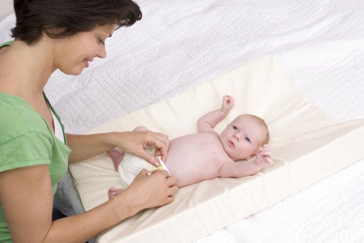 Hasta que la circuncisión del recién nacido sane, necesitará un poco de atención extra durante los cambios de pañal.