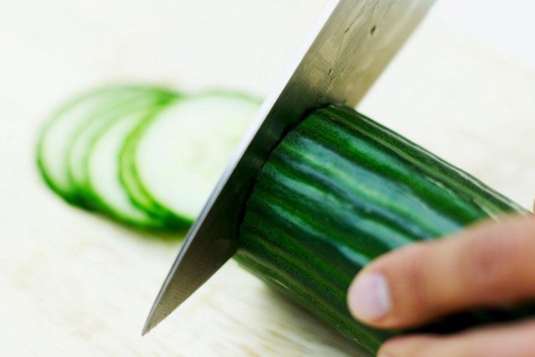 Rebanar el pepino es el estilo norteamericano común de ensalada de pepino.