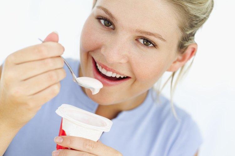 El yogur es una de los alimentos más populares que contiene lactobacillus acidophilus.