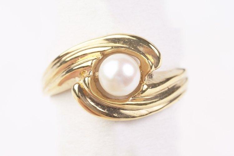 Los anillos vienen en una variedad de metales y diseños.