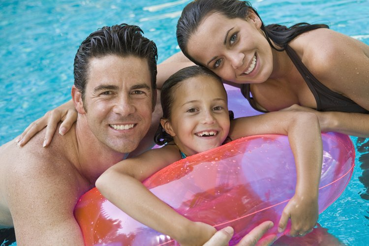 El blanqueador para la ropa contiene el mismo cloro que se encuentra en las variedades desinfectantes para piscinas.