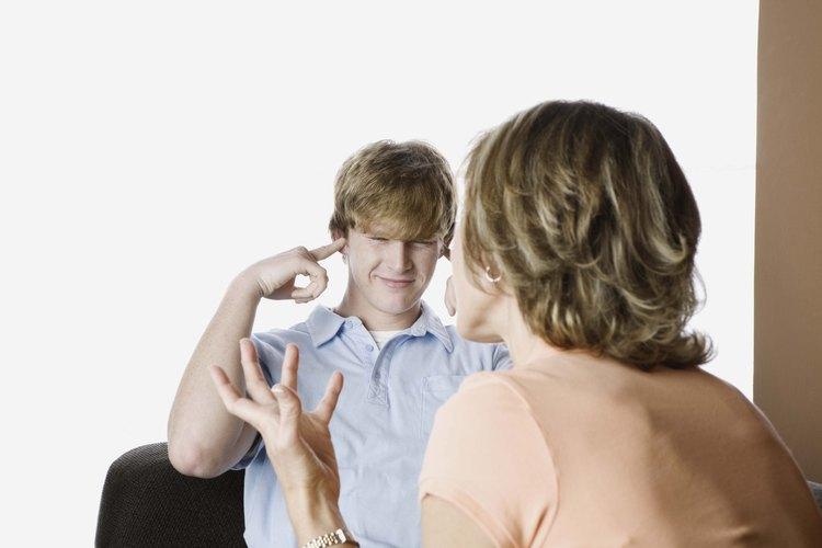 Los adolescentes no escuchan a sus padres cuando les dan un sermón.